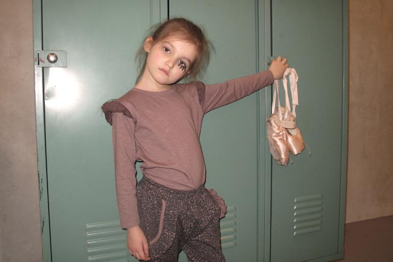 Jaguar pants holding ballet shoes